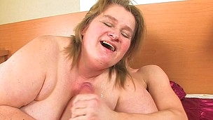 Large Amelia can't live without engulfing and fucking firm