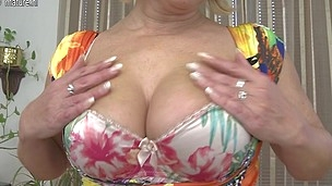 Horny older slut enjoys to play with her wet bawdy cleft